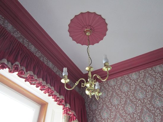 South Beach Hotel : The pink details and incongruous energy saving bulbs