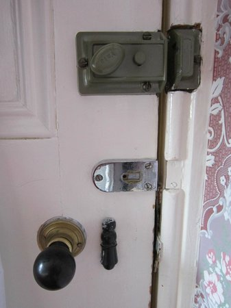 South Beach Hotel: Selection of (non-functioning) door locks in bedroom