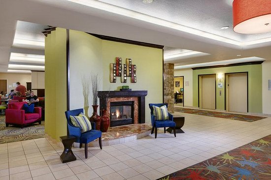 Holiday Inn Express & Suites Saginaw : Hotel Lobby