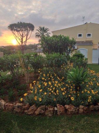 Pinhal do Sol Hotel: Annexe block garden at sunset