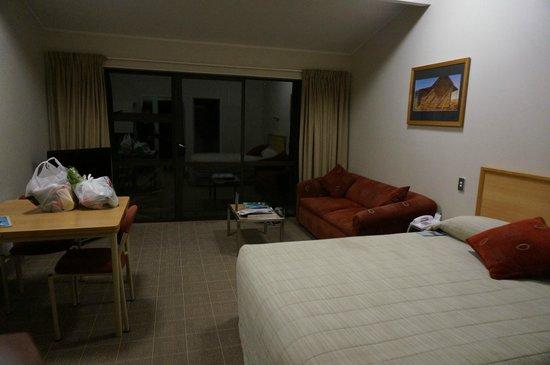 Hermitage Hotel: ベット&テーブル&ソファー