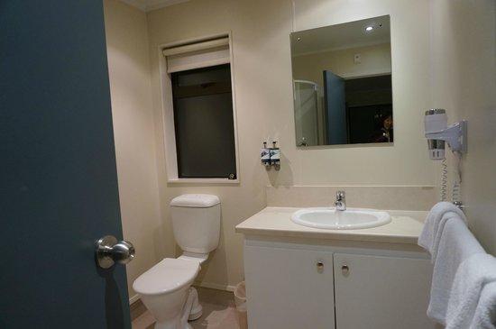 Hermitage Hotel: トイレ&シャワールーム&洗面所