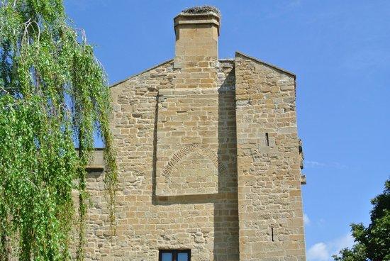 Parador de Olite : Exterior de la chimenea