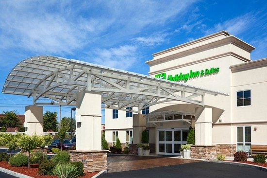 Holiday Inn Hotel & Suites Rochester - Marketplace: Great Location