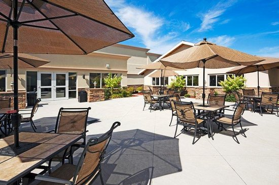 Holiday Inn Hotel & Suites Rochester - Marketplace: Enjoy the outdoors in our relaxing courtyard