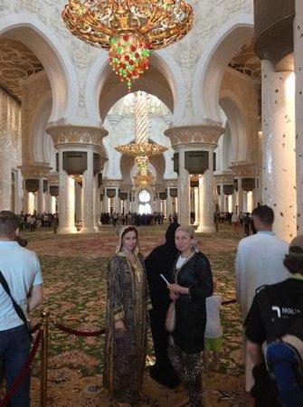 Mosquée Cheikh Zayed : внутри самый большой коврик в мире