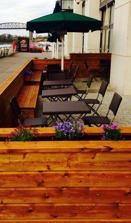 The d Hotel Drogheda: De Lacy's Riverside Terrace
