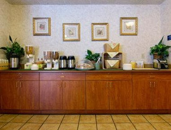 ‪‪Microtel Inn & Suites by Wyndham Charlotte/Northlake‬: Breakfast Bar‬