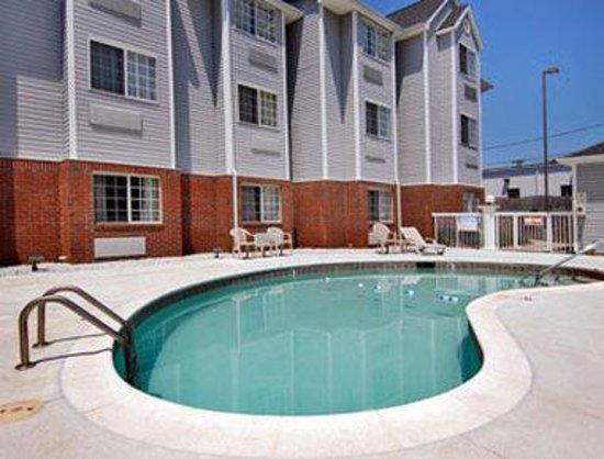 Microtel Inn & Suites by Wyndham Charlotte/Northlake: Pool