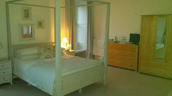 Mansefield House Bed & Breakfast : White Room
