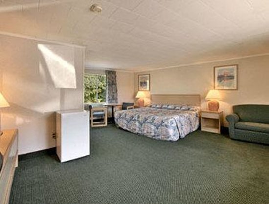 Super 8 W Yarmouth Hyannis/Cape Cod: Standard King Bed Room