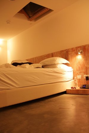 InnSense Bistro and Suites: bed