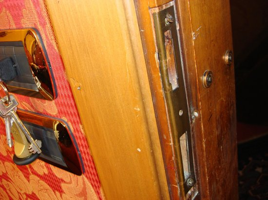 Hotel Lisbona: Unsafe Lock