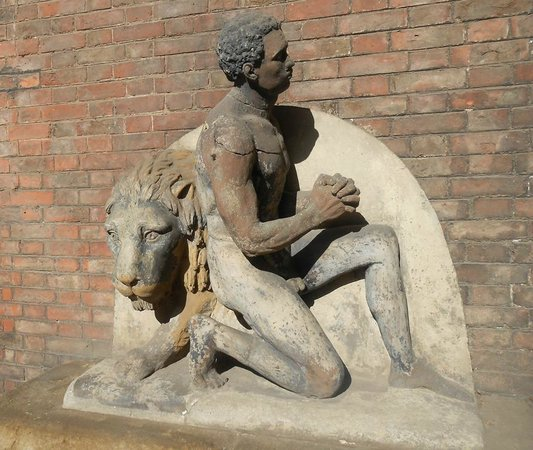 Wilberforce House Museum: Slavery Monument