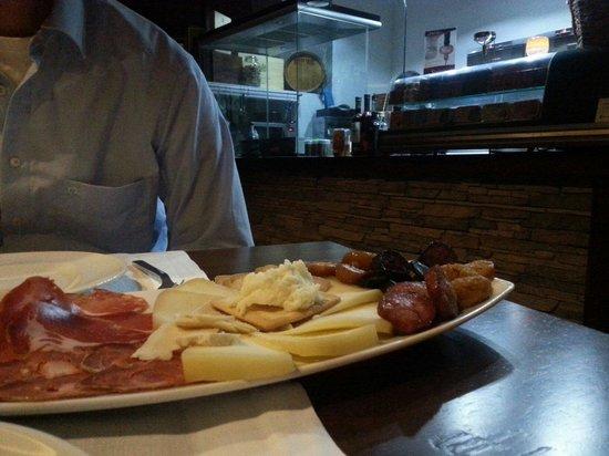 Reserva Bar: Tapas eten onder het genot van alive Cook!