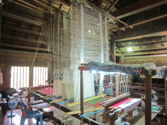 ‪Ban Tha Sawang Silk Weaving Village‬