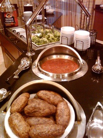 Staybridge Suites Eastchase Montgomery: Savor the goods of our baked potato bar.