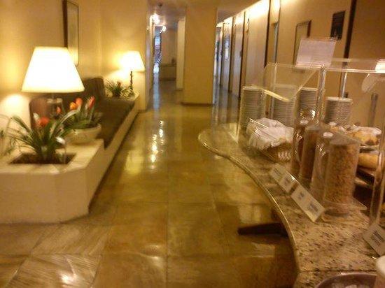 Hotel Savoy Othon: café da manhã no térreo