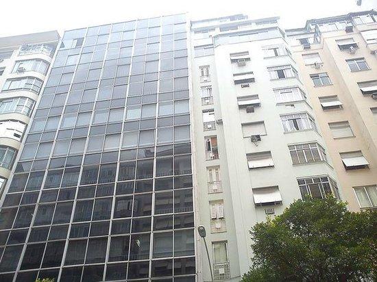 Hotel Savoy Othon : vista frontal do hotel, avenida comercial