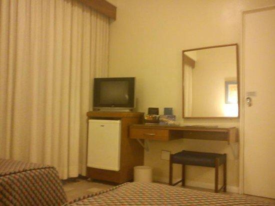 Hotel Savoy Othon : parcial do quarto