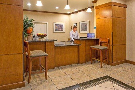 Staybridge Suites Las Cruces : Front Desk