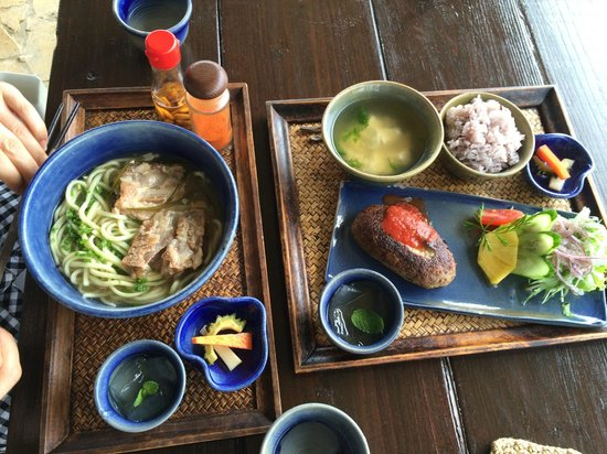 Tonkaraya: 宮古そばともずくハンバーグ