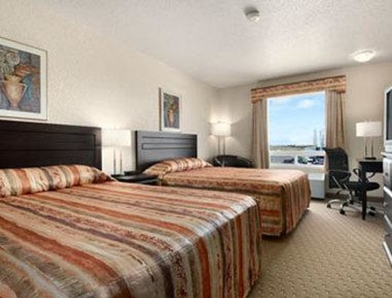 Super 8 Airdrie AB: Standard Two Queen Bed Room