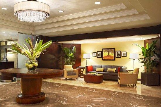 Sheraton Le Centre Montreal Hotel: Lobby Seating Area