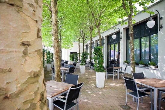 Crowne Plaza Hotel Brussels - Le Palace: Relax on our tree-shaded Terrace