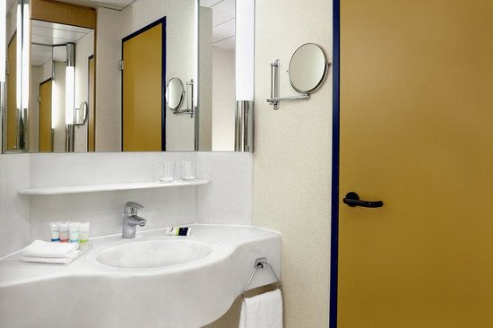 Four Points by Sheraton Brussels: Bathroom