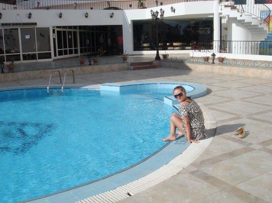 MinaMark Beach Resort: возле бассейна