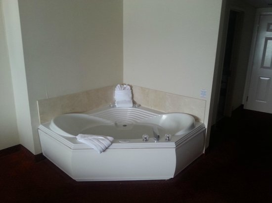 Grand Hotel & Spa: Jacuzzi tub is a nice amenity