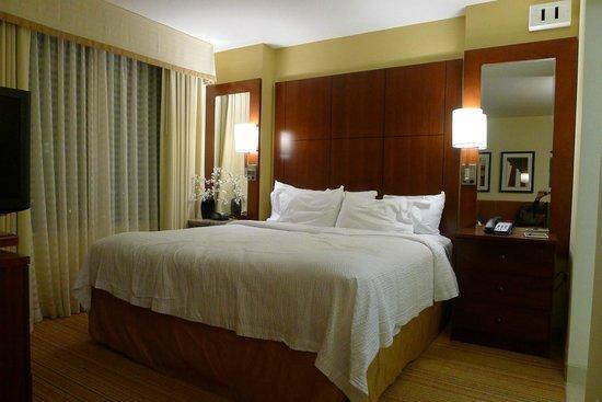 Residence Inn Arlington Capital View: Queen bed