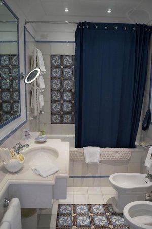 Hotel Buca di Bacco: Bath