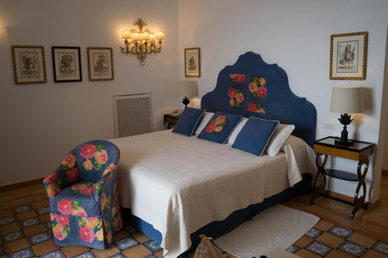 Hotel Buca di Bacco: The bed
