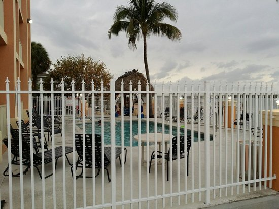 Hutchinson Island Plaza Hotel and Suites: Pool