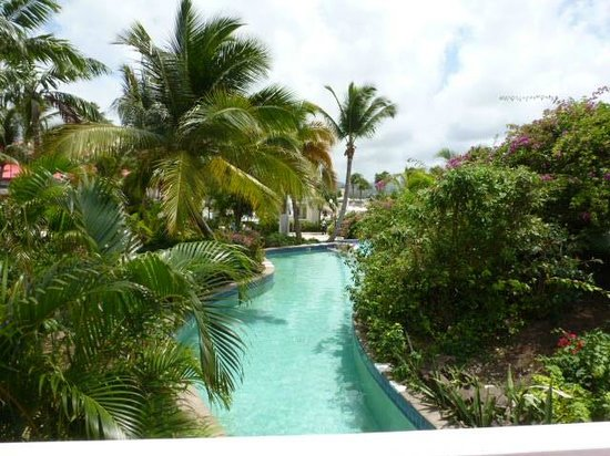 Sandals Grande St. Lucian Spa & Beach Resort : Connectiing pool