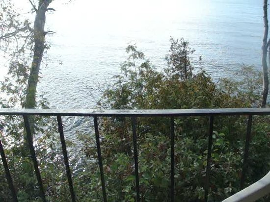 The Cliff Dweller on Lake Superior: Video from Room