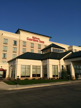 Hilton Garden Inn Indianapolis South/Greenwood: View when you pull in