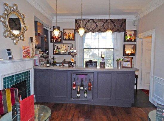 Milford Hall Hotel: Bar