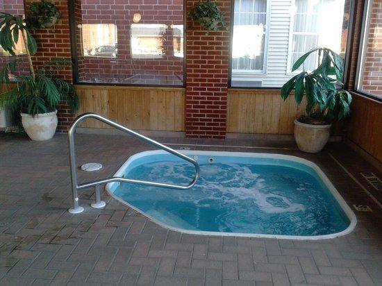 Quality Inn & Suites : Jacuzzi