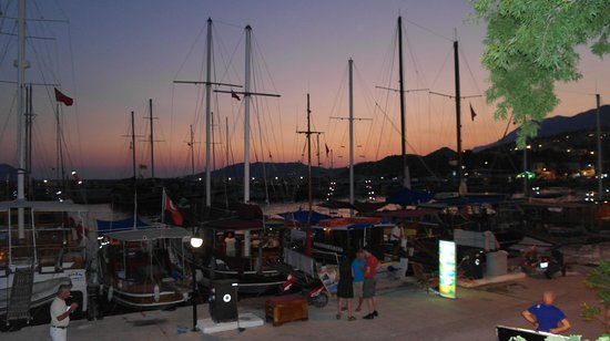 Sultan Garden Restaurant: Utsikt från Sultan över hamnen