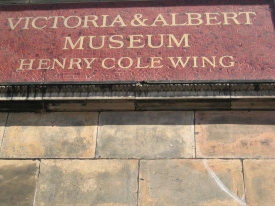 V&A  - Victoria and Albert Museum : V & A