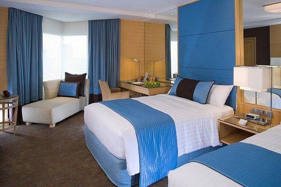 Holiday Inn Bangkok Silom Twin Bed Premier Room