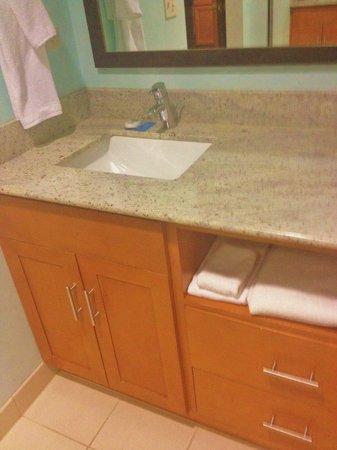 HYATT house Chicago/Naperville/Warrenville: bathroom vanity