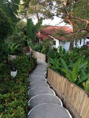 Aminjirah Resort: Beautiful gardens but lots of stairs.