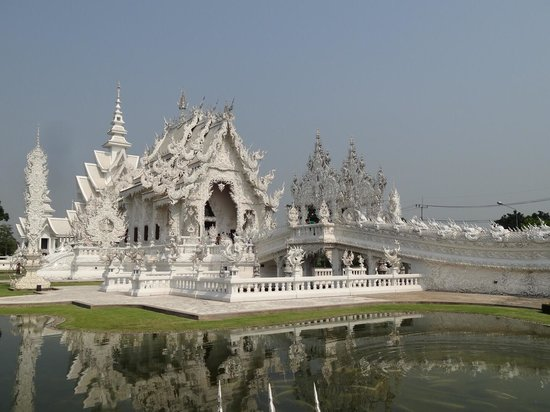 Wat Rong Khun: Interesting Ice Castle Type of Temple