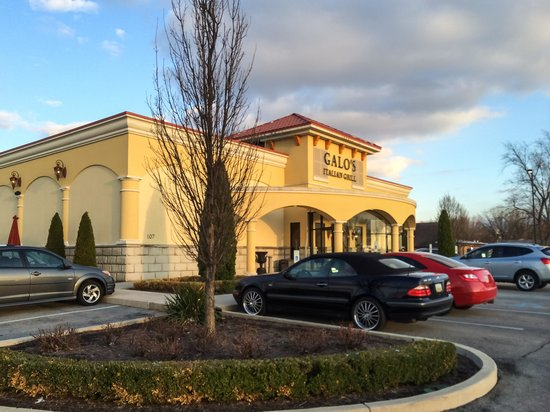 Galo's Italian Grill: Galo's on a Spring Evening