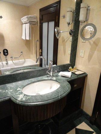 Esplanade Zagreb Hotel : Bathroom
