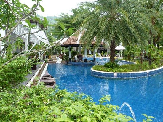 Access Resort & Villas : Pool & swim-up bar